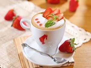 Postal: Café con leche y fresas