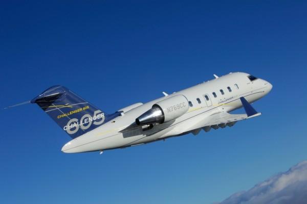 Avión Challenger 605, en pleno vuelo