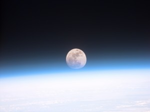 La luna, vista desde el espacio