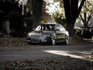 Postal: Audi parado en la calle