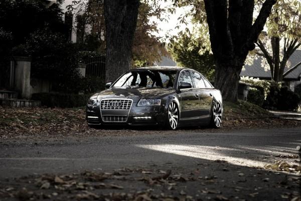 Audi parado en la calle