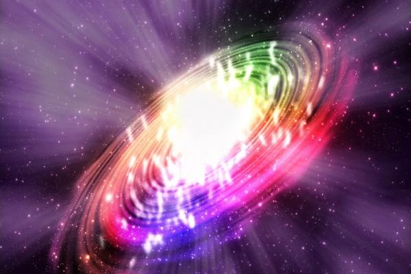 Galaxia luminosa de colores