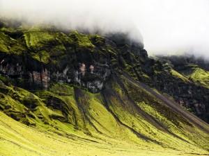 Postal: Niebla en la verde montaña