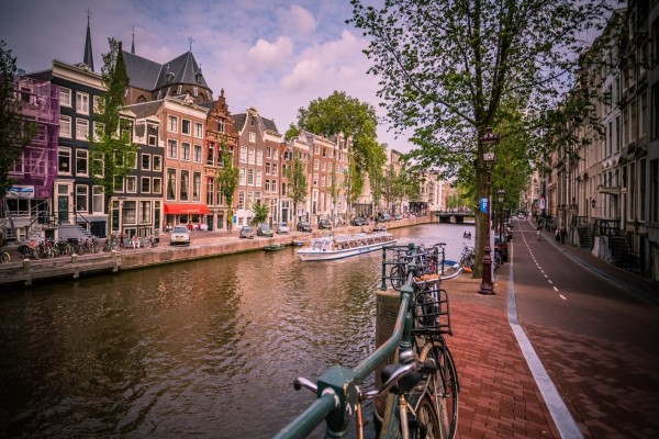 Vista de un canal en Amsterdam