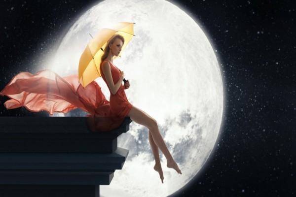 Mujer sentada cerca de la Luna