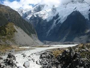 Postal: Río próximo a la montaña