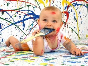 Postal: Bebé pintor