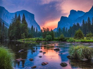 Postal: Puesta de sol en las montañas de Yosemite
