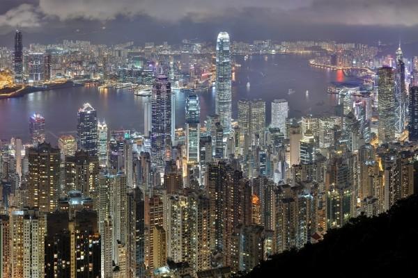 La noche iluminada de Hong Kong