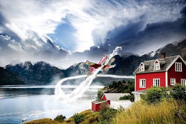 Avión volando en el lago