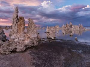 Rocas blancas, fuera y dentro del agua