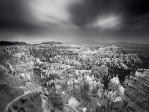Postal: Paisaje rocoso, en blanco y negro