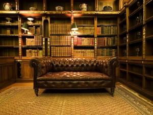 Postal: Sofá en la biblioteca