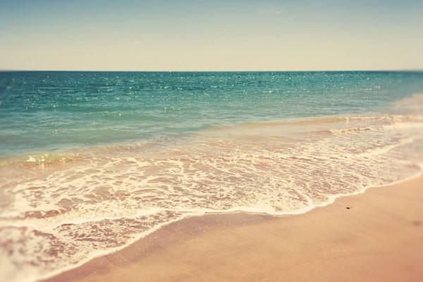 El agua marina y la fina arena