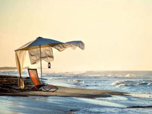 Tumbona para admirar el cielo, la playa y el mar
