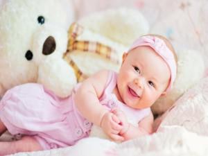 Postal: Bella sonrisa de una bebé