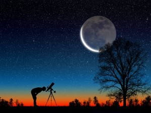 Postal: Observando la luna y las estrellas con un telescopio