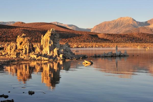Rocas, agua y montañas
