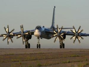 Avión con hélices (Tu-95)