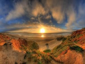Preciosa vista del sol y el mar