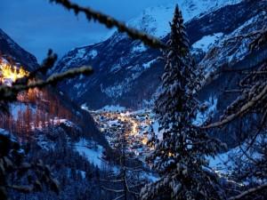 Postal: Vista de pueblo en los Alpes (Suiza)