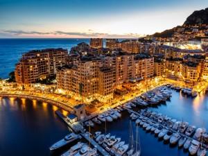 Postal: La noche en el Principado de Mónaco