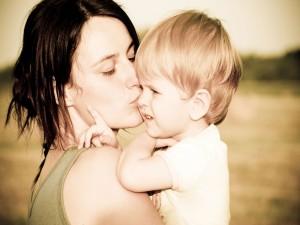 Postal: El beso de mamá