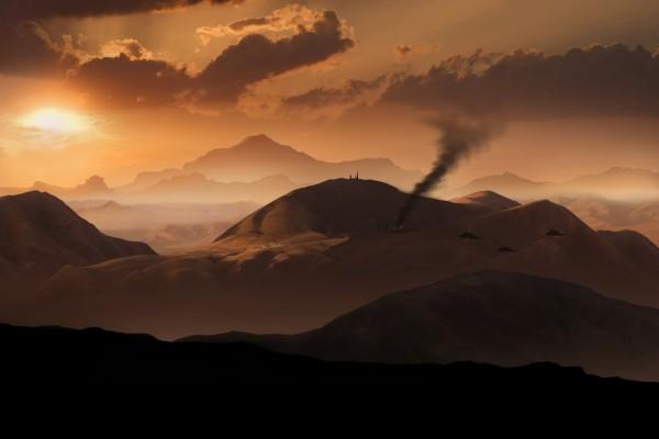 Helicópteros y humo en las montañas