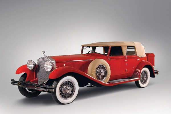 Auto antiguo color rojo