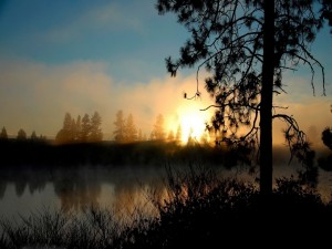 Postal: Amanecer junto al río