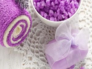 Toalla, jabón y sales de baño