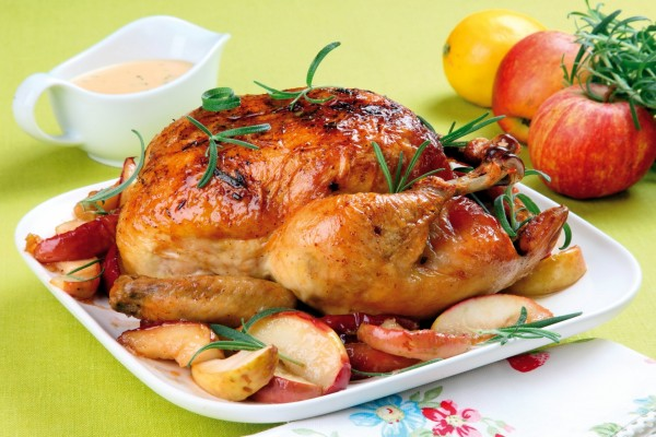 Pollo asado con manzanas
