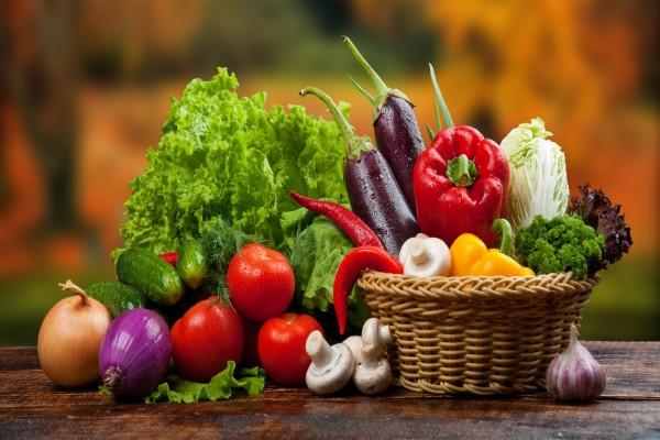 Cesta con verduras