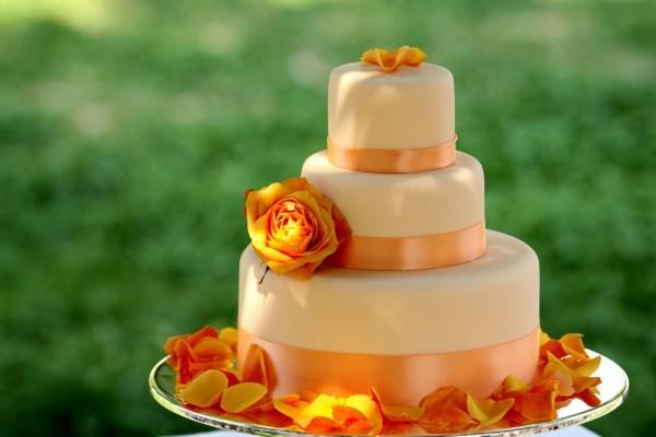Tarta de boda en tonos naranjas