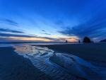 Un bonito anochecer en la playa