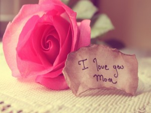 """Postal: Rosa para el Día de la Madre """"Te amo mamá"""""""