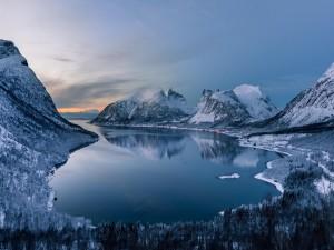 Bajas temperaturas en el lago y las montañas