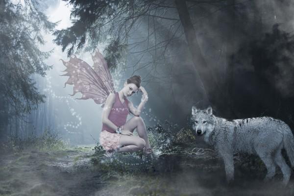 Hada junto a un lobo