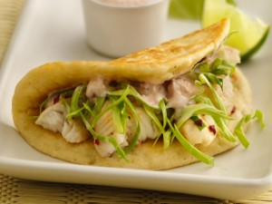 Taco de tortilla con pescado