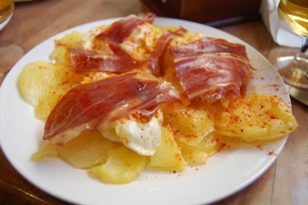 Huevos con patatas y jamón ibérico