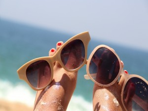 Postal: Gafas para protegerse del sol en verano
