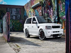 Postal: Range Rover blanco y arte urbano