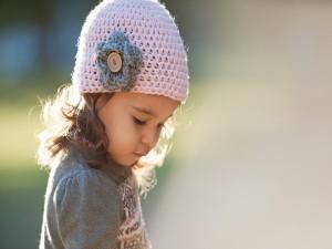 Postal: Preciosa niña con un gorrito