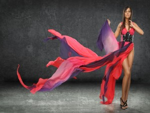 Modelo con un vestido vaporoso
