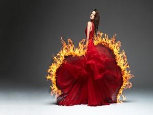 Vestido rojo en llamas