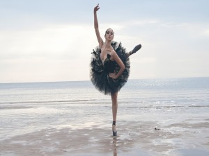 Postal: Bailarina en el mar