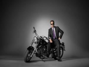 Arnold Schwarzenegger en una moto