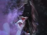 Humo junto a una mujer con máscara negra