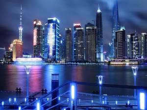 La noche iluminada de Shanghai (China)