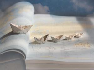 Postal: Veleros de papel sobre el mapa